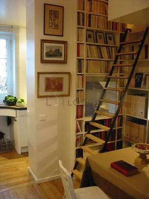 Dining room of 8m² equipped with dining table, bookcase