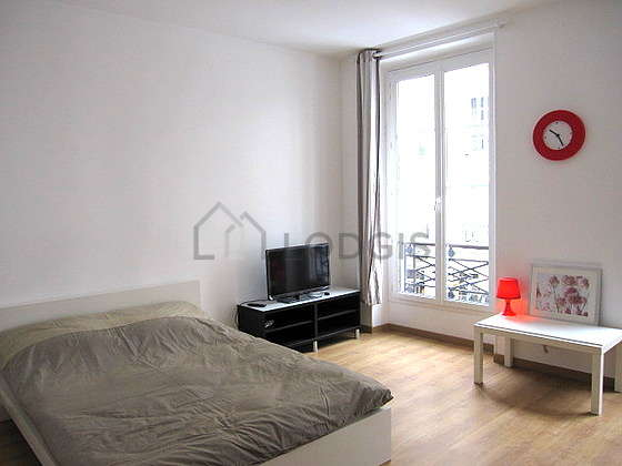 Quiet living room furnished with 1 sofabed(s) of 140cm, 1 bed(s) of 140cm, tv, dvd player