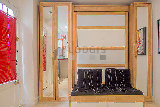 Quiet living room furnished with 1 sofabed(s) of 120cm, tv, fan, 2 chair(s)