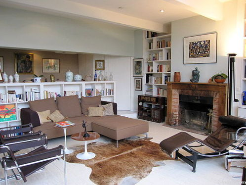 Very quiet living room furnished with hi-fi stereo, 3 armchair(s), 6 chair(s)