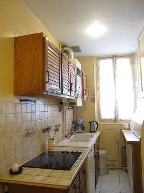 Kitchen where you can have dinner for 6 person(s) equipped with dishwasher, hob, refrigerator, crockery