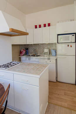 Kitchen of 8m² with woodenfloor