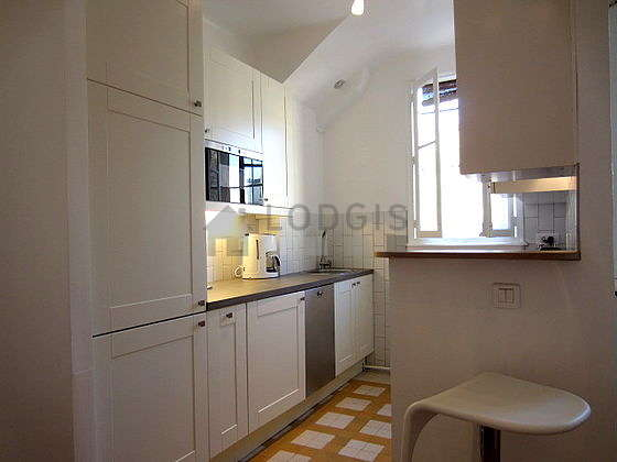 Great kitchen of 10m² with woodenfloor