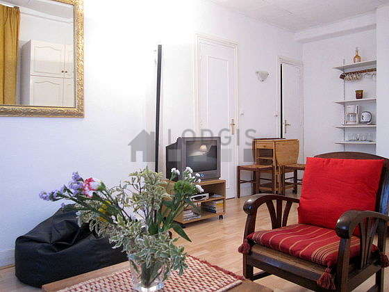 Quiet living room furnished with 1 bed(s) of 140cm, dvd player, 3 armchair(s), 1 chair(s)