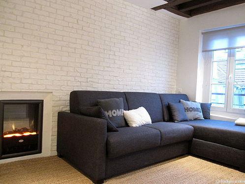 Séjour très calme équipé de 1 canapé(s) lit(s) de 140cm, télé, chaine hifi, penderie
