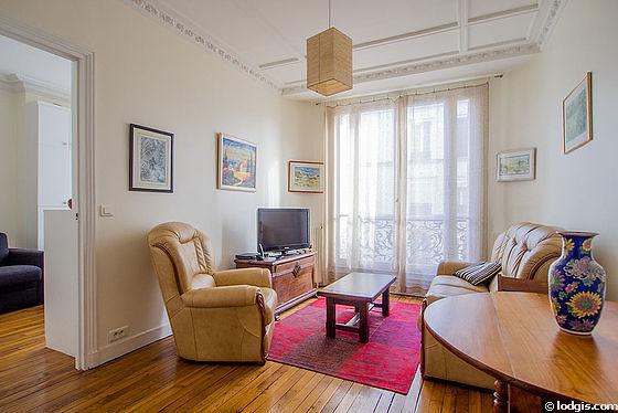 Séjour calme équipé de télé, 1 fauteuil(s), 2 chaise(s)