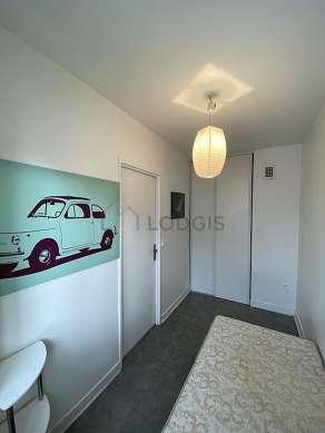 Chambre de 6m² avec du parquetau sol