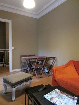 Séjour très calme équipé de télé, 2 fauteuil(s), 4 chaise(s)
