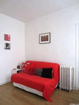 Living room furnished with 1 sofabed(s) of 140cm, dining table, storage space, 2 chair(s)
