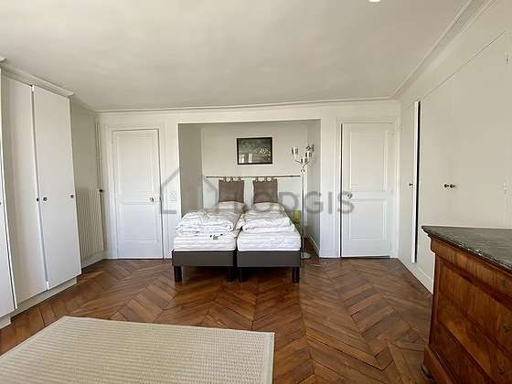 Very bright bedroom equipped with hi-fi stereo, 1 chair(s)