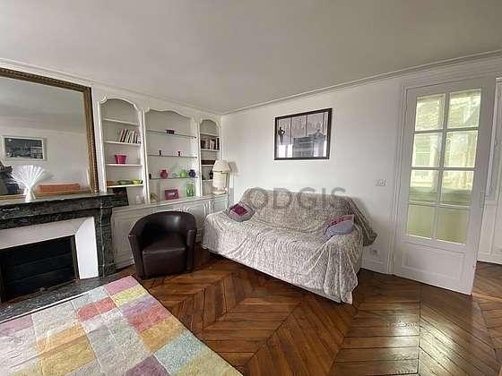 Séjour très calme équipé de 1 lit(s) d'appoint de 80cm, 1 canapé(s) lit(s) de 140cm, télé, 1 fauteuil(s)