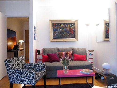 Séjour équipé de 1 canapé(s) lit(s) de 140cm, chaine hifi, 2 fauteuil(s), 2 chaise(s)
