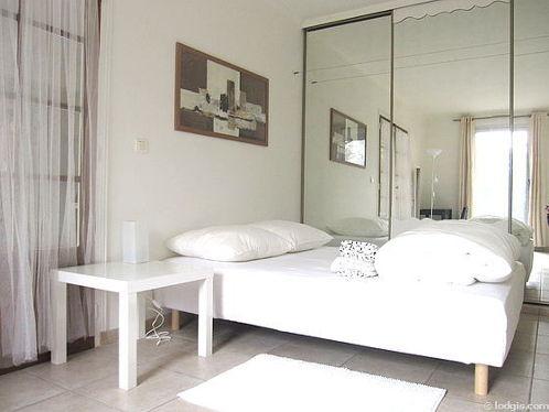 Chambre de 15m² avec du carrelageau sol