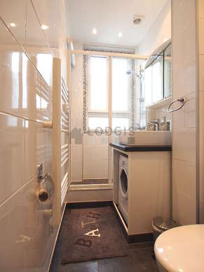 Beautiful and bright bathroom with double-glazed windows and with tilefloor