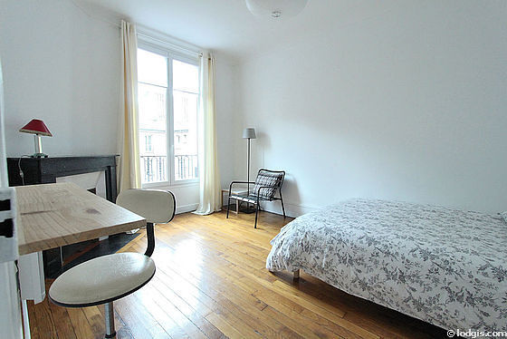 Very quiet living room furnished with 1 bed(s) of 140cm, tv, 1 armchair(s)
