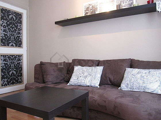 Quiet living room furnished with tv, dvd player, 1 chair(s)