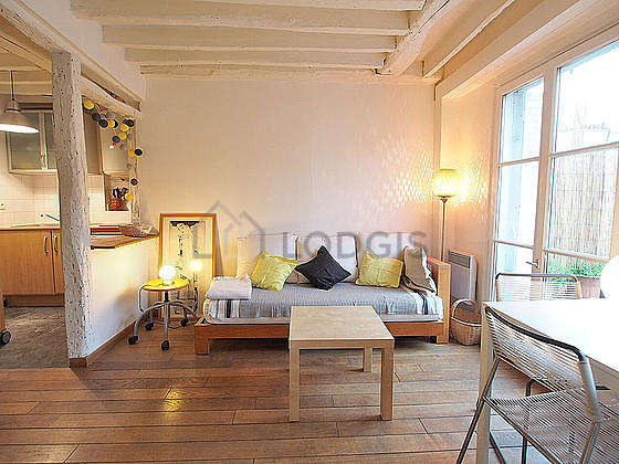Quiet living room furnished with 1 bed(s) of 140cm, tv, dvd player, 1 armchair(s)