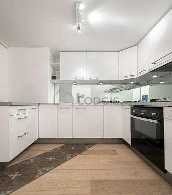 Magnifique cuisine de 5m² avec du parquetau sol