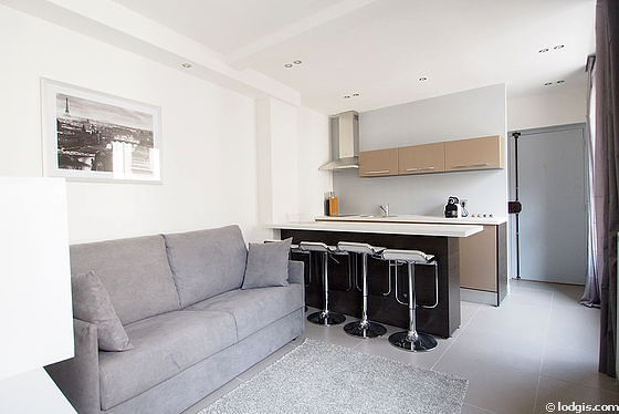 Quiet living room furnished with 1 sofabed(s) of 140cm, air conditioning, tv, cupboard