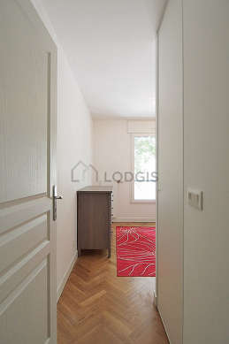 Bedroom of 9m² with woodenfloor