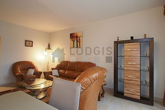 Large living room of 25m² with tilefloor