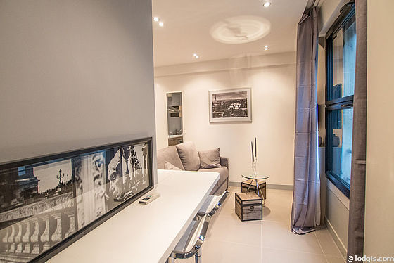 Quiet living room furnished with 1 sofabed(s) of 140cm, air conditioning, tv, wardrobe