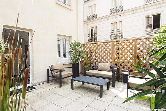 Quiet and very bright balcony with concretefloor