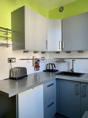 Very bright kitchen with double-glazed windows facing the courtyard
