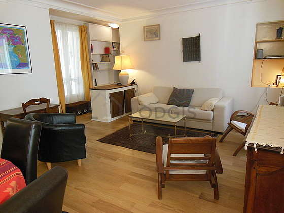 Séjour calme équipé de 1 canapé(s) lit(s) de 160cm, télé, chaine hifi, 3 fauteuil(s)