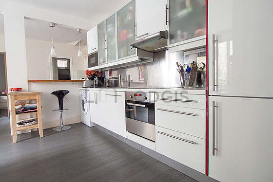 Beautiful kitchen of 10m² with woodenfloor