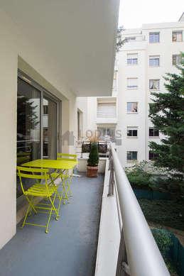 Terrasse avec vue sur cour