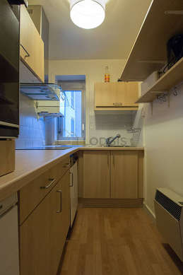 Kitchen of 4m² with woodenfloor