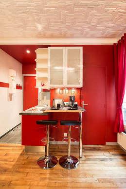 Cuisine dînatoire pour 2 personne(s) équipée de lave vaisselle, plaques de cuisson, réfrigerateur, hotte