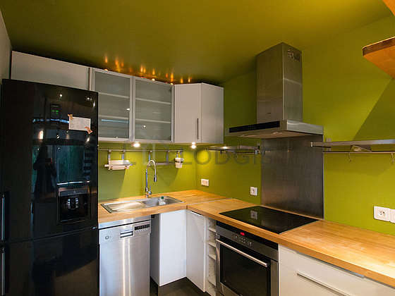 Kitchen where you can have dinner for 4 person(s) equipped with dishwasher, hob, refrigerator, extractor hood