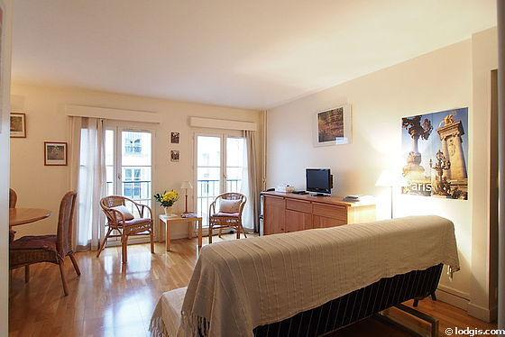 Grand salon de 23m² avec du parquetau sol