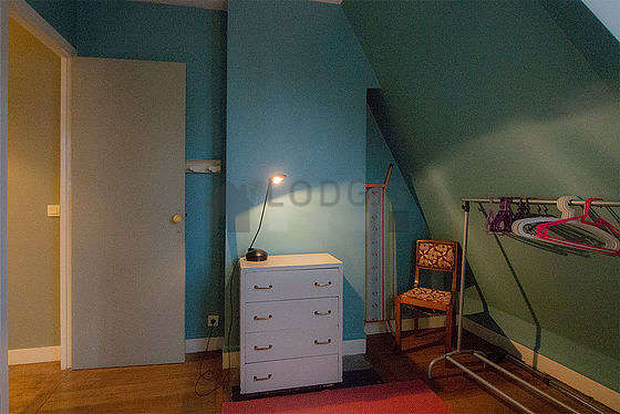 Bedroom for 2 persons equipped with 2 bed(s) of 80cm