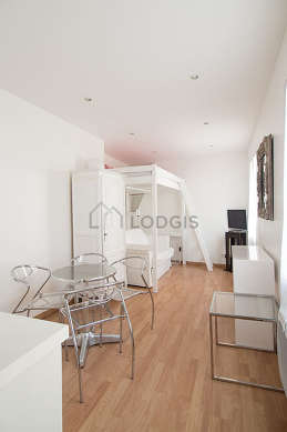 Very quiet living room furnished with 1 sofabed(s) of 120cm, 1 loft bed(s) of 140cm, tv, wardrobe