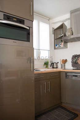 Belle cuisine de 3m²ouverte sur le séjour avec du parquetau sol