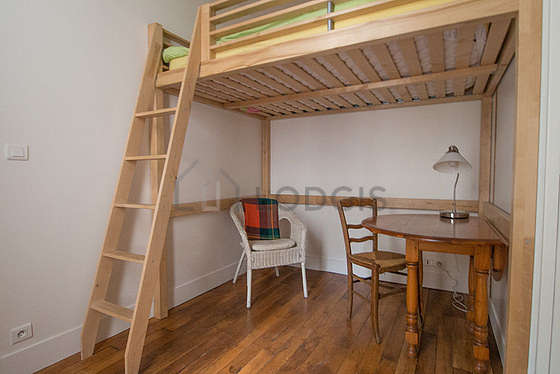 Bright bedroom equipped with 1 armchair(s), 1 chair(s)