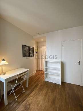 Salon de 13m² avec du parquetau sol