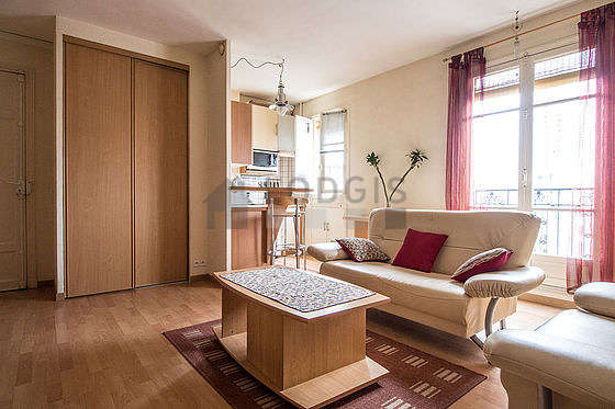 Quiet living room furnished with 1 bed(s) of 140cm, tv, 1 armchair(s), 4 chair(s)