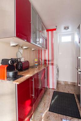 Great kitchen with granitefloor