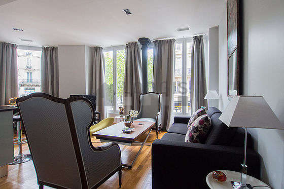 Quiet living room furnished with 1 sofabed(s) of 140cm, air conditioning, tv, hi-fi stereo