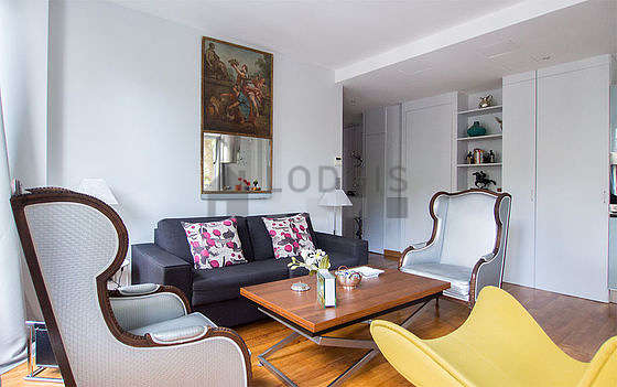 Very bright living room furnished with 3 armchair(s), 1 chair(s)