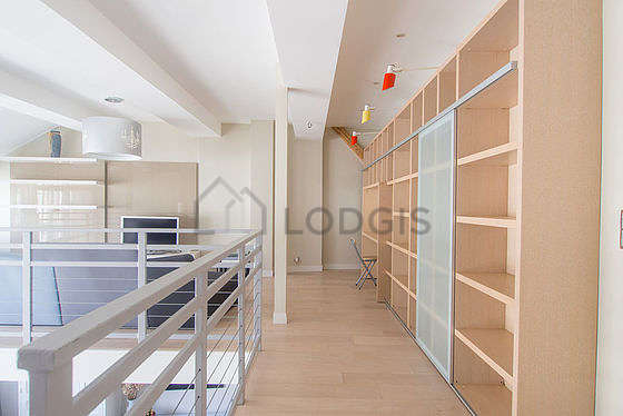 Beautiful, very quiet and very bright library with woodenfloor