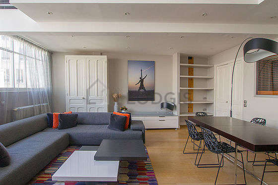 Great, very quiet and very bright sitting room of a duplexin Paris