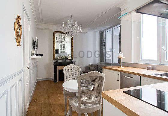 Great, quiet sitting room of an apartmentin Paris