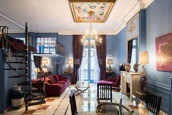 Great, very quiet sitting room of an apartmentin Paris