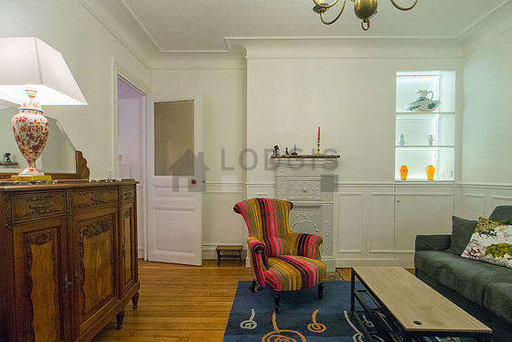 Quiet living room furnished with 1 sofabed(s) of 140cm, 2 armchair(s), 6 chair(s)