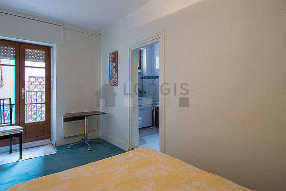 Bedroom equipped with wardrobe, cupboard, 1 chair(s)